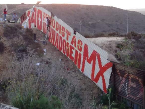 """""""VAN 140 PERIODISTAS ASESINADOS EN MÉXICO"""", DENUNCIA EN """"CAÑÓN DEL MATADERO"""" EN TIJUANA"""