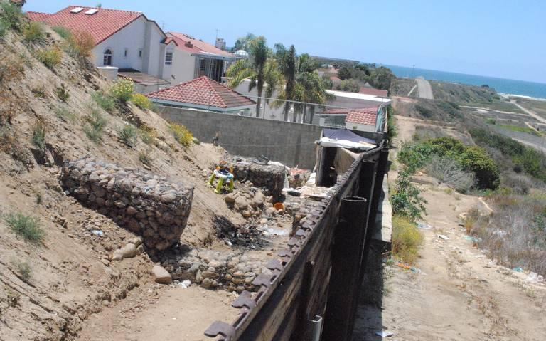 DEMOLERÁN CASAS PEGADAS AL MURO.En límites San Diego Tijuana