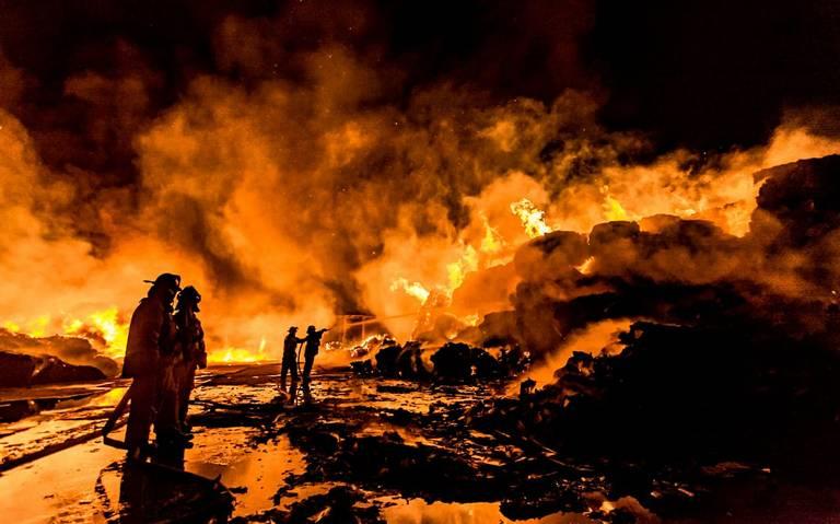 ARDE RECICLADORA EN MEXICALI. Se Registra fuerte incendio en San Diego