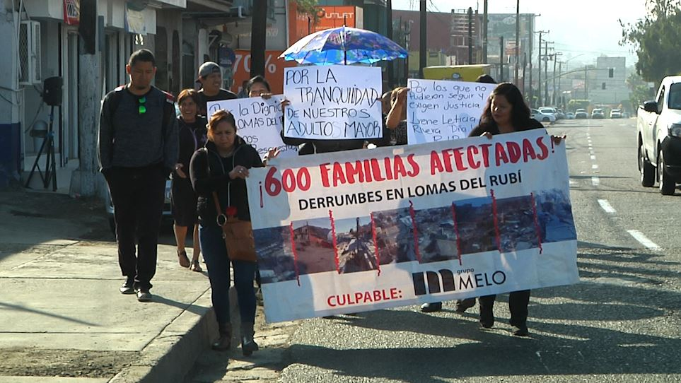 PROTESTAN VECINOS DE LOMAS DEL RUBI. Indiferencia  total de la autoridad municipal y estatal