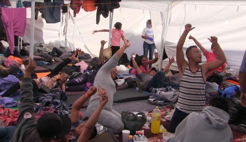 DETECTAN VARICELA EN ALBERGUE  DE MIGRANTE EN TIJUANA.Hay 100 centroamericanos  con piojos.