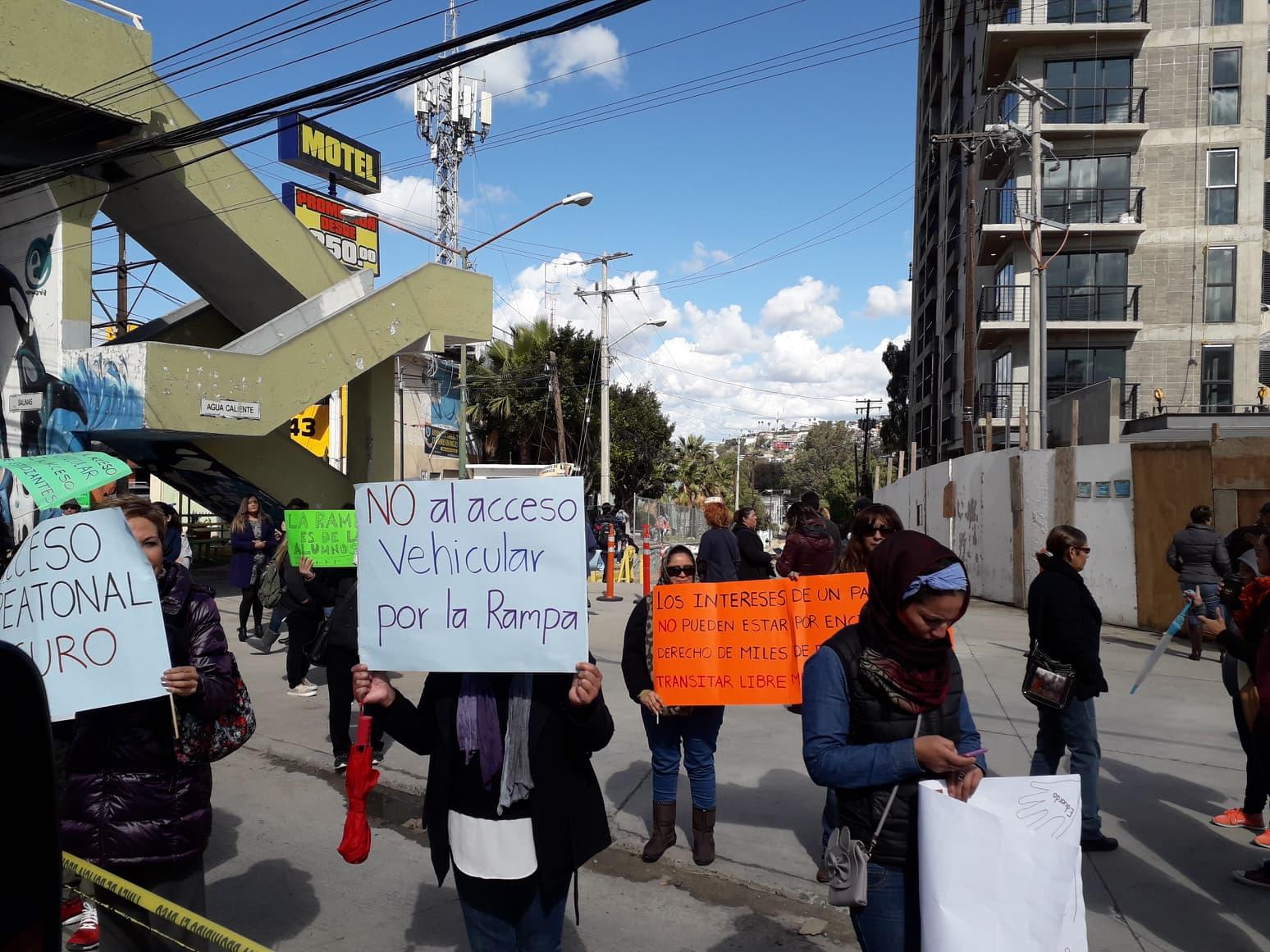 Resultado de imagen para PROTESTAN ALUMNOS DE LA LÁZARO CARDENAS CONTRA CONDOMINIOS