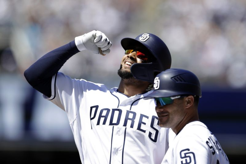 GANAN PADRES DE SAN DIEGO A GIGANTES DE SAN FRANCISCO. Beisbol en Estados Unidos