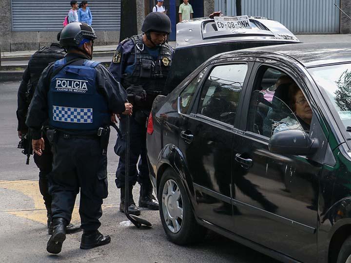 ES CONSTITUCIONAL QUE POLICÍAS REVISEN TU AUTO, SIN ORDEN JUDICIAL