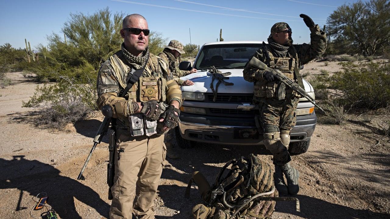 ARRESTA FBI A SUJETOS ARMADOS QUE DETIENEN A INMIGRANTES EN FRONTERA MÉXICO-ESTADOS UNIDOS
