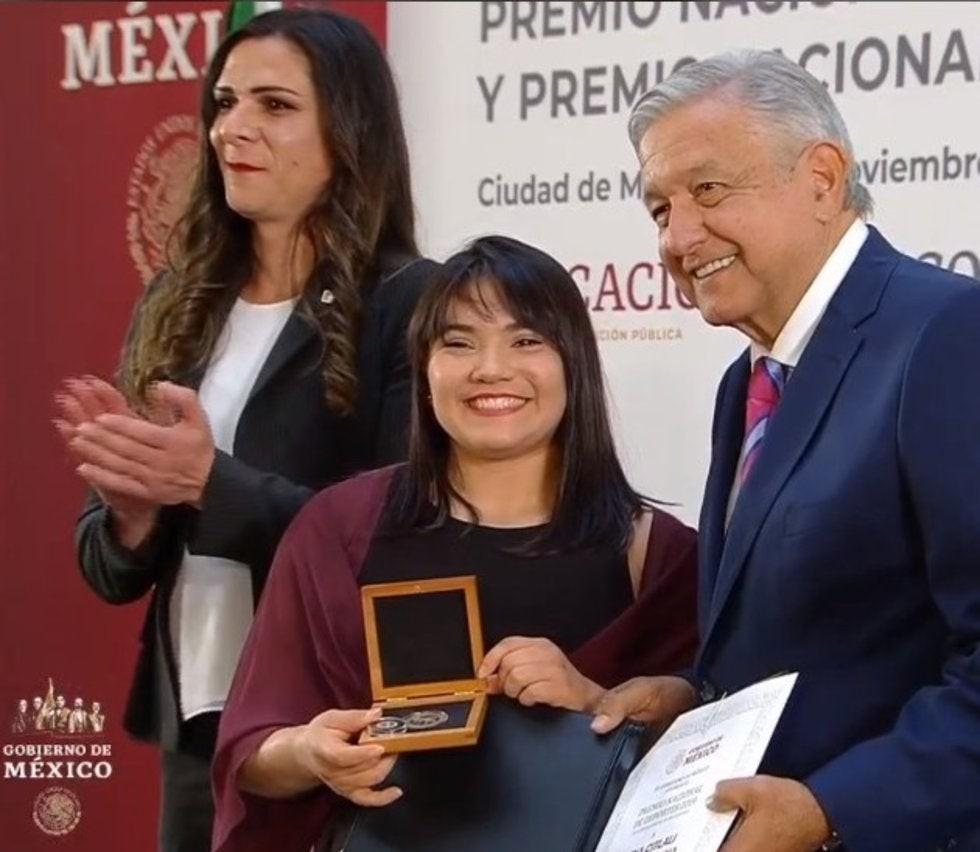 GIMNASTA DE MEXICALI RECIBE DE AMLO  PREMIO NACIONAL DEL DEPORTE