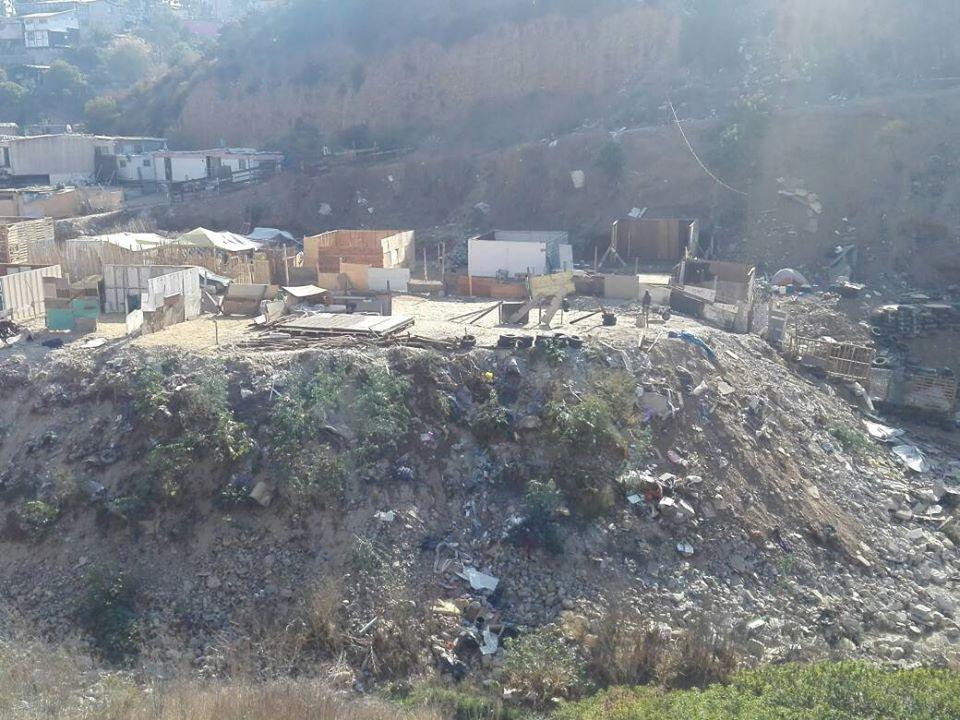 TIJUANA EN IMÁGENES. Casas de Cartón y Madera en los Cerros de El Mirador