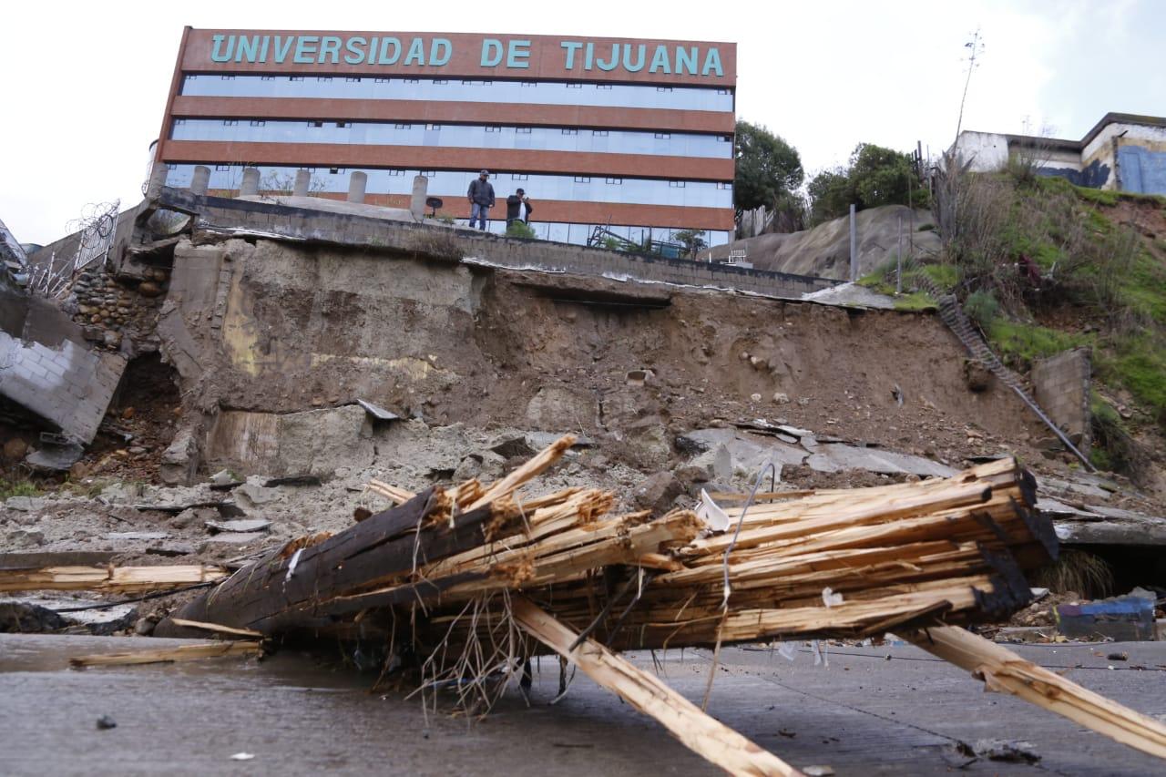 MAS DE OCHO DERRUMBES Y 36 PERSONAS RESCATADAS POR LLUVIAS EN TIJUANA