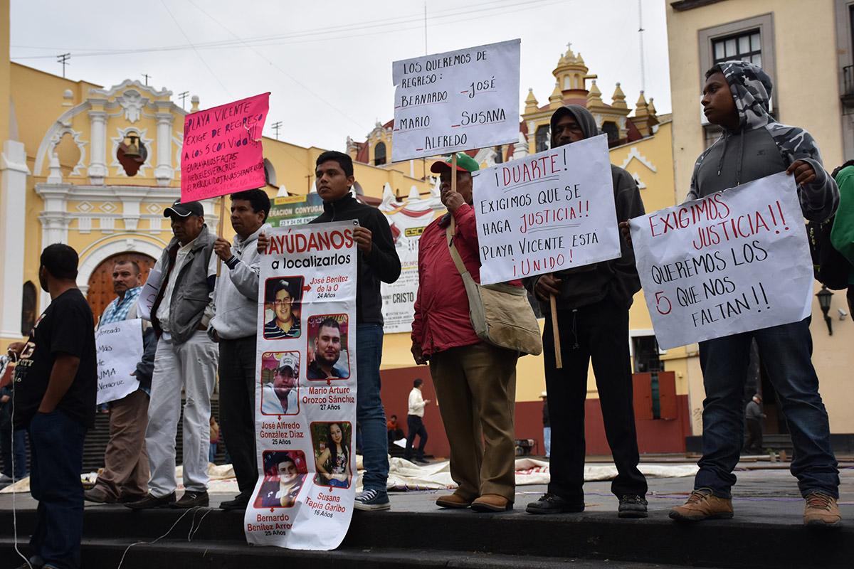 SIN PISTAS DE JÓVENES DE COLONIA FORMANDO HOGAR EN VERACRUZ.A seis años de desaparecidos
