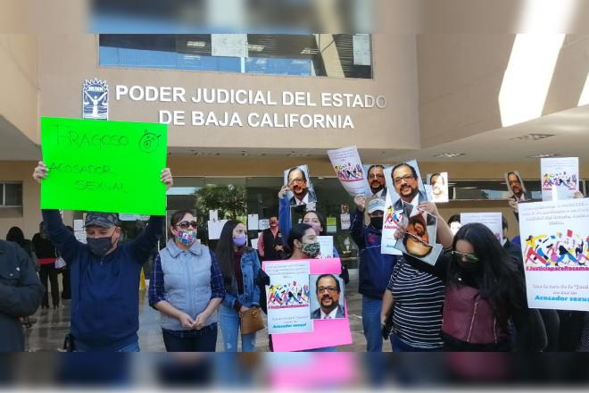 MANIFESTACIÓN CONTRA MAGISTRADO EN MEXICALI. Isaac Fragoso López,lo acusan de acoso sexual