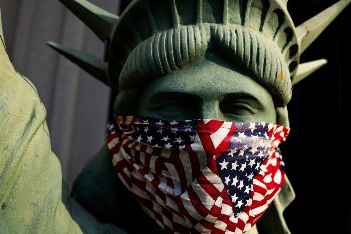 CORONAVIRUS: PANDEMIA EN EE.UU. FUERA DE CONTROL. 5 Cifras lo demuestran.Van 243 mil muertos