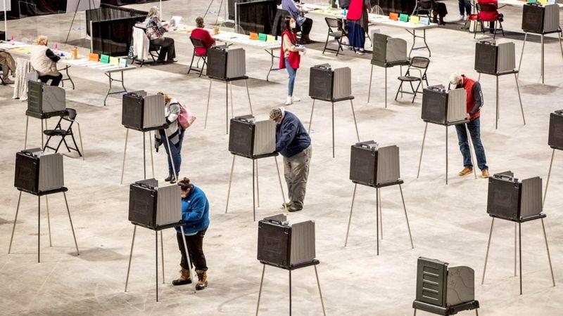 ELECCIONES EN EE.UU.: Van muy cerrados los votos del Colegio Electoral