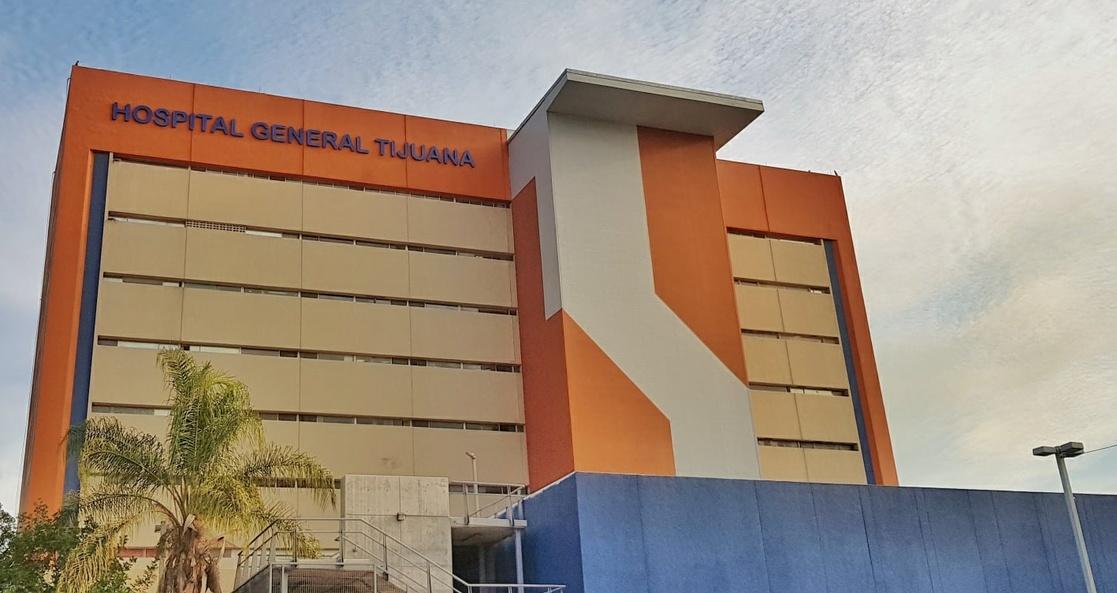ENFERMERA DEL HOSPITAL GENERAL EN TIJUANA RECIBE PRIMER VACUNA CONTRA COVID 19