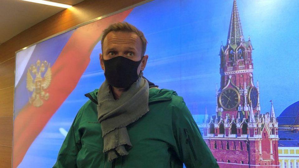 DETIENEN A OPOSITOR RUSO, AL ARRIBAR A MOSCÚ. Intentaron envenenarlo