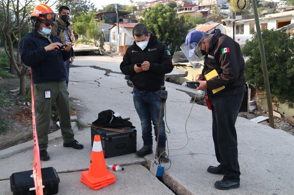 MONITOREAN ZONA DE DESLIZAMIENTO DE TIERRA EN COLONIA 3 DE OCTUBRE