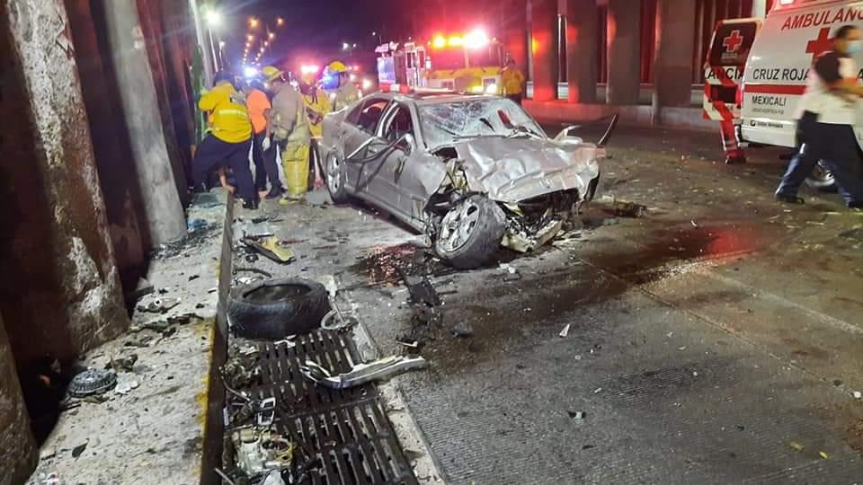 REPORTE:  Tras Impactarse Auto Cayó al Paso a Desnivel en Mexicali