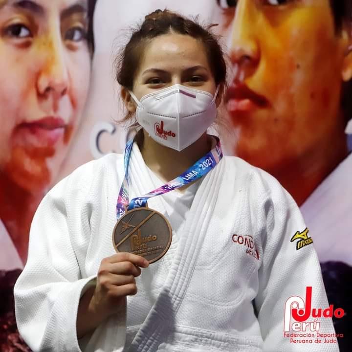 REGRESA KASSANDRA ESPINOZA DE SUDAMERICANA CON 4 MEDALLAS.UNA ES DE ORO