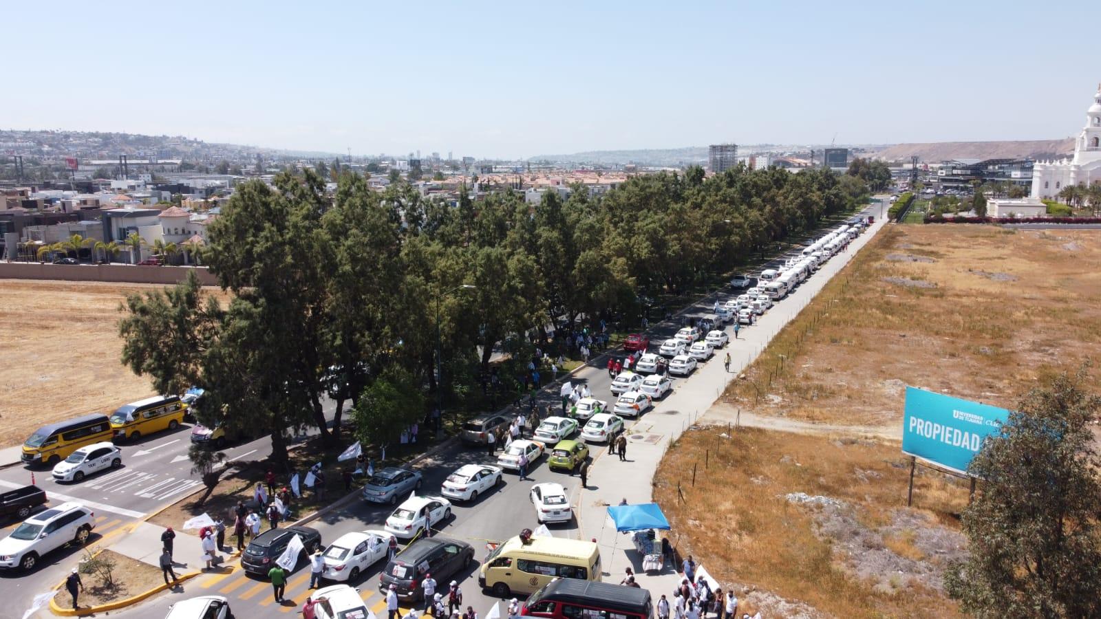Recibe Montserrat Caballero apoyo total de transportistas de Tijuana