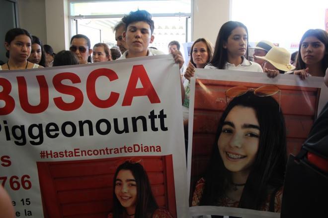¿DÓNDE ESTÁ DIANA?  desaparecida de 15 años, estudiante de preparatoria Lázaro Cárdenas