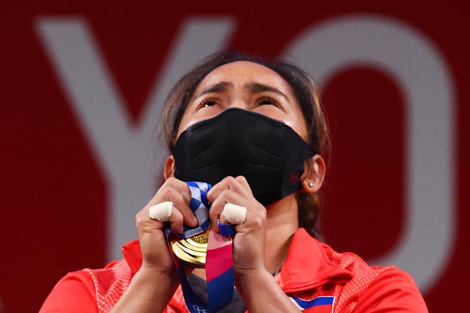 Hidilyn, atleta filipina que luchó por apoyos para competir en olimpiadas de Tokyo,gana oro y ahora será millonaria