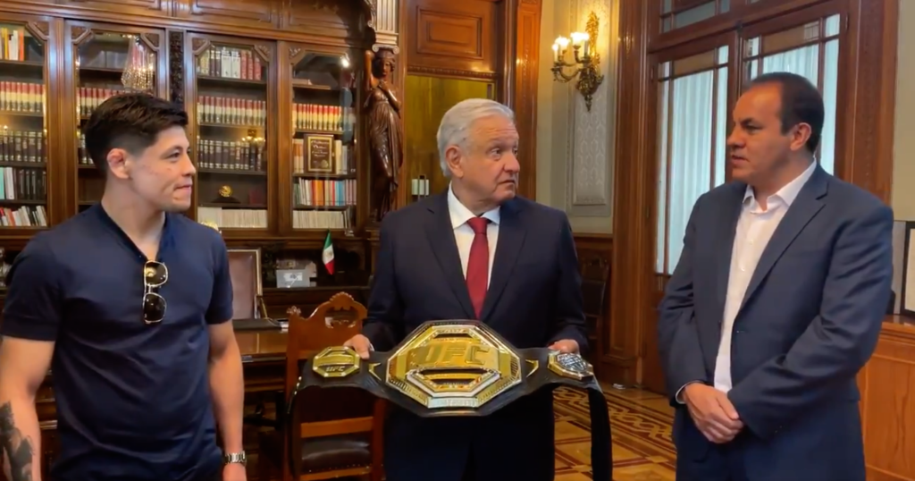 BRANDON MORENO, CAMPEÓN DE LA UFC, SE REUNE CON EL PRESIDENTE LÓPEZ OBRADOR