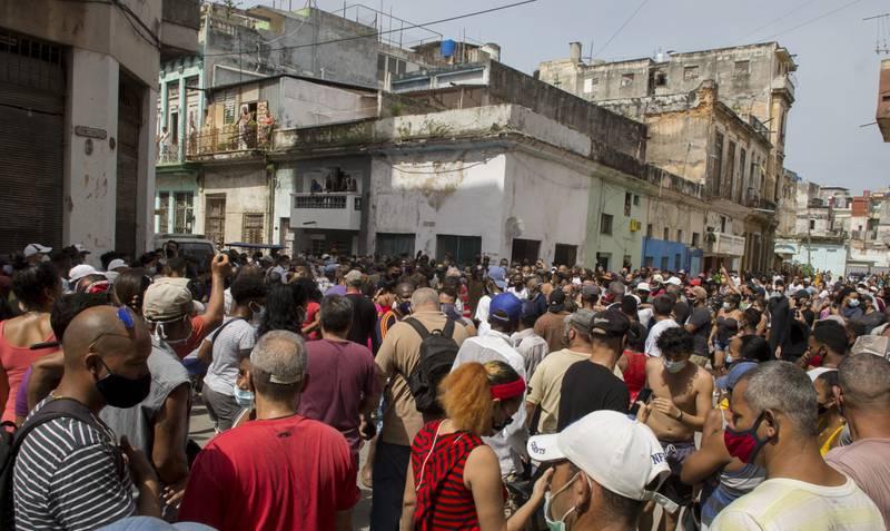 PROTESTAS EN CUBA. El gobierno les corta el internet para evitar que se organicen a través de redes